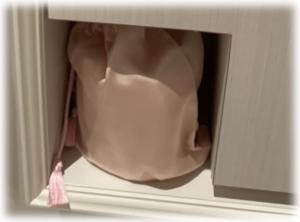 ピンクのサテン袋